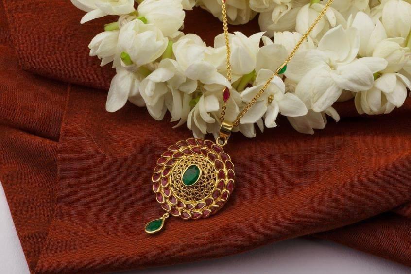 Emerald as jewellery 2