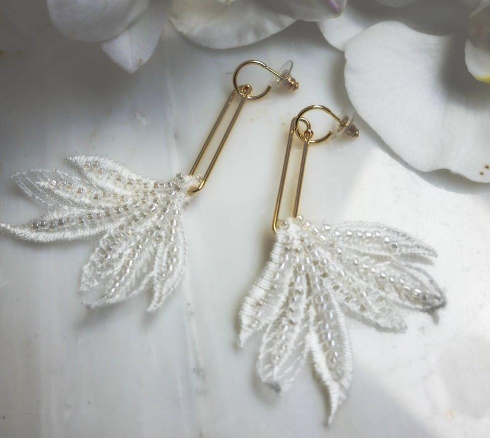https://jeweltreelondon.com/wp-content/uploads/2020/07/Whimsical_feathers_1024x1024.jpg