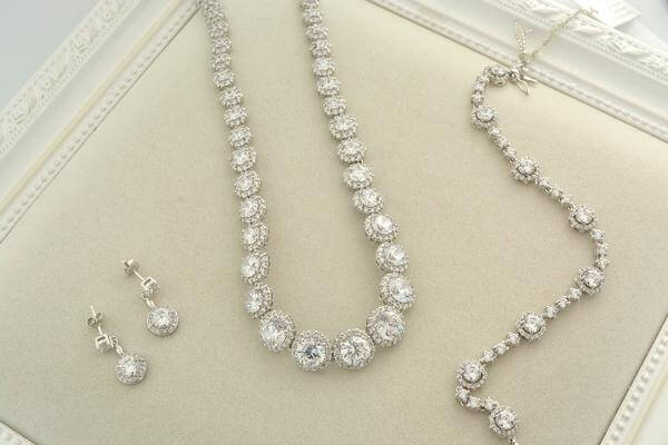 Classic diamond set